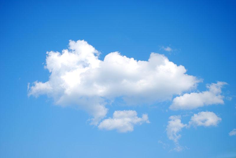 精致女人图片_蓝色天空漂浮着白色云朵,PS图片素材